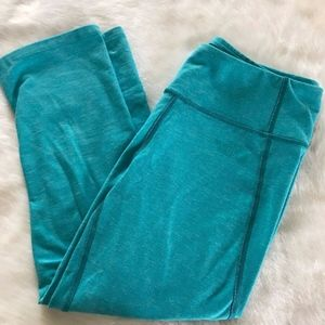 THE NORTH FACE MOTIVATION CROP LEGGING AQUA